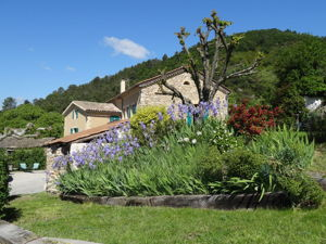 The garden of the property La Source in Ardèche